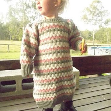 Upcycling: Jumper to Little Girls Winter Dress